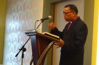 Bpk. Pdt Ponis Bukit sedang menyampaikan pemberitaan Firman Tuhan